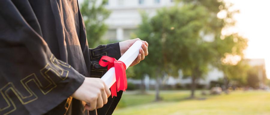 大学生适合买什么保险,什么保险适合大学生