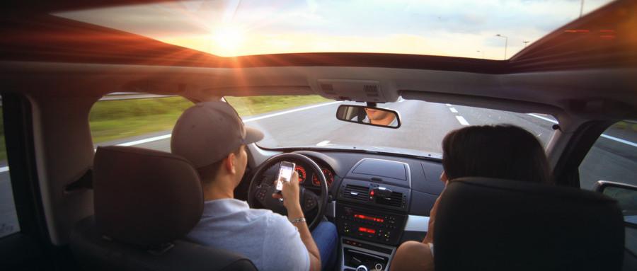 开车打电话造成的后果 让你意识到意外险也是重要的