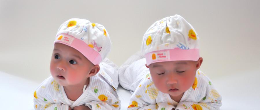 双胞胎女婴同患白血病,卖房钱只能救一个,母亲无法做选择