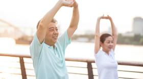 50岁以上老人适合买什么保险,老人买保险注意事项