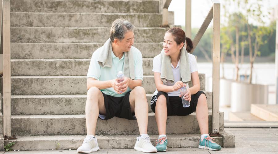 春节将近,老人做好6点健康过春节