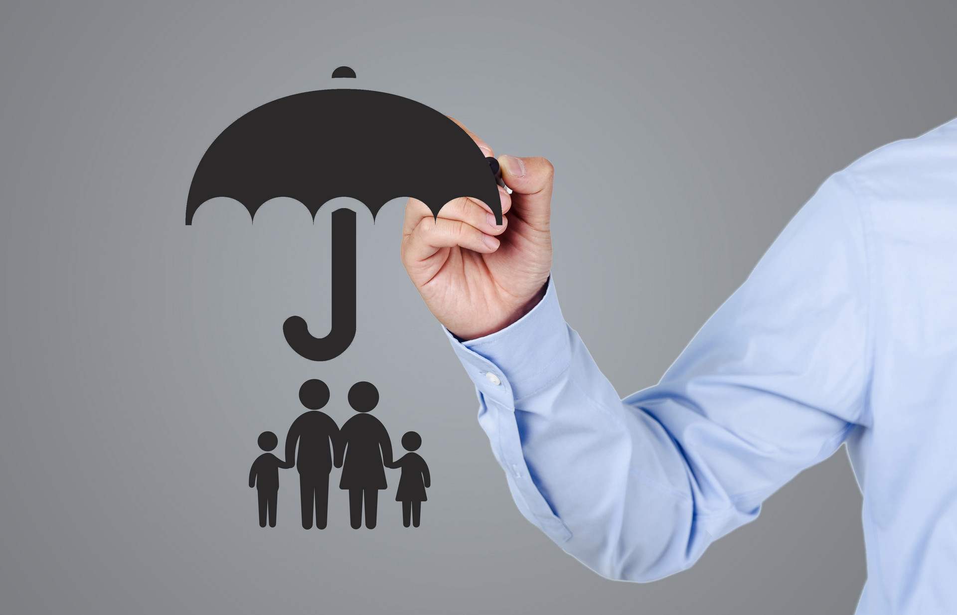 每个家庭的前三张保单怎么买,家庭保险投保攻略