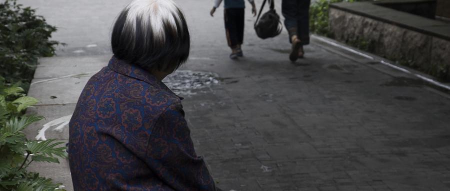 花甲老人的投保技巧有哪些?其主要的注意事项是什么?