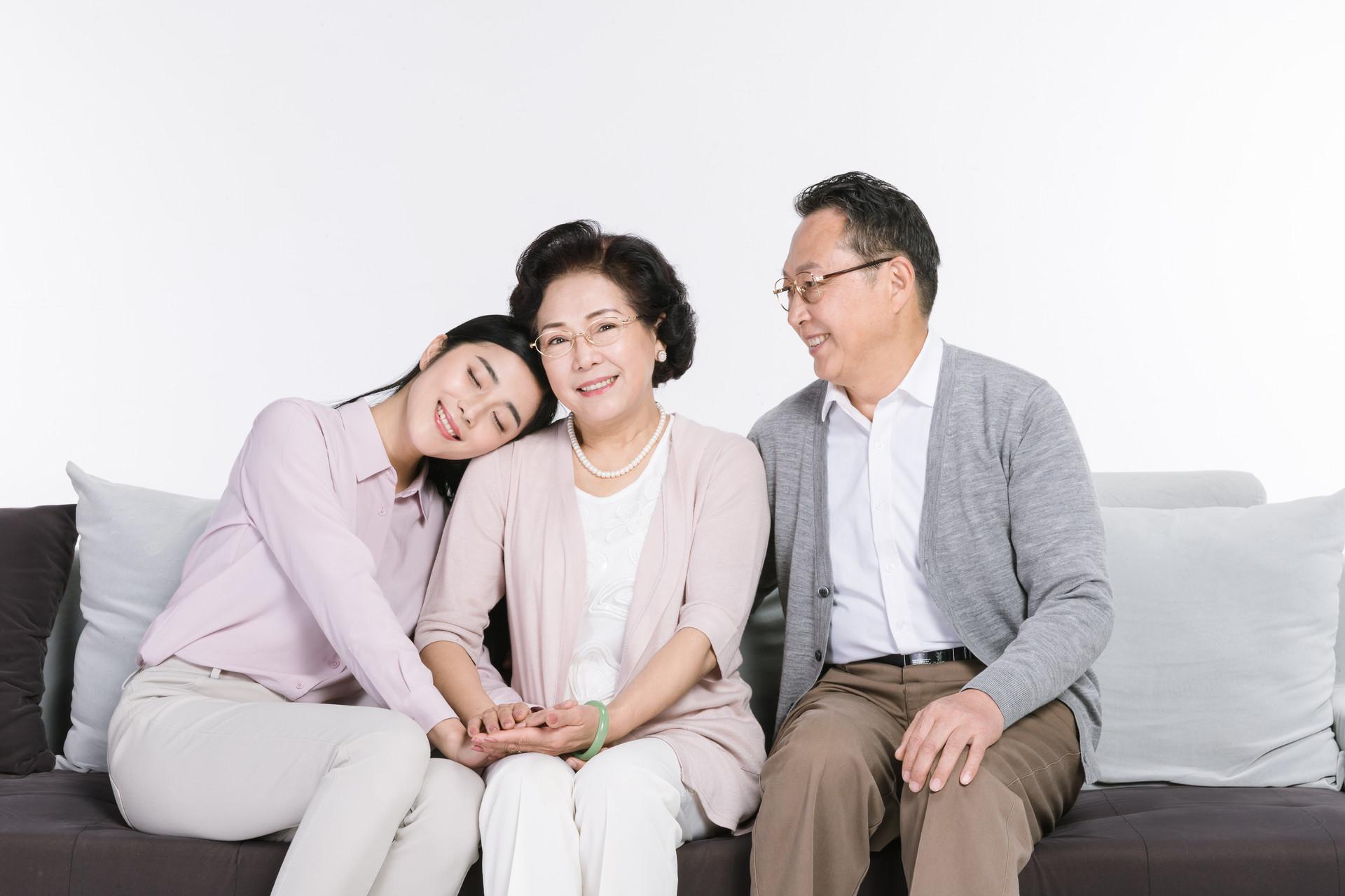 为什么要给爸妈买保险,该如何给爸妈配置保险