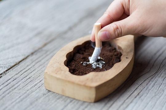 1天抽3包烟和抽3根烟,哪个更伤身?