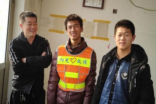 青年志愿者寻找走失老人时遇车祸不幸去世,保险赔付80万元