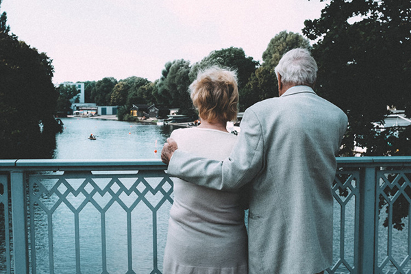 怎么给30-65岁父母买保险?应该注意些什么?