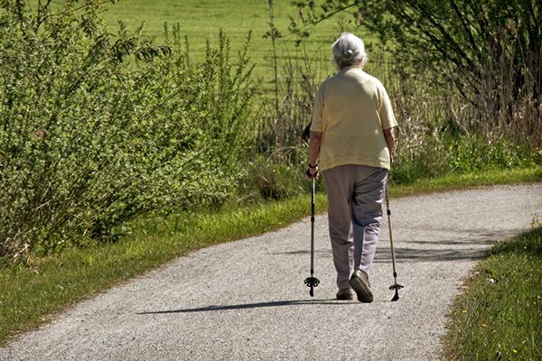 老人投保的正确姿势:父母买什么保险比较好?
