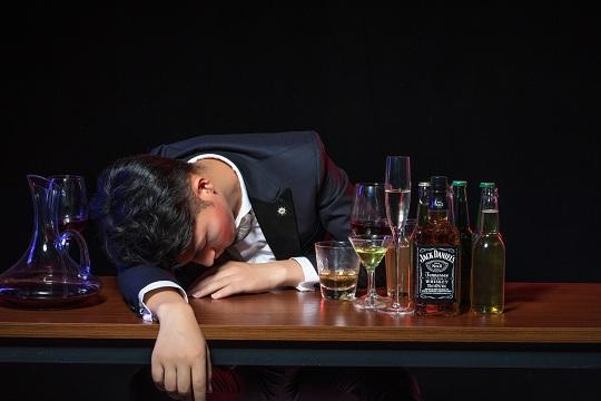 吸烟、酗酒会引发重大疾病,是不是不能投保了?