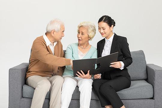 """全家老老小小的""""保险清单""""都在这了 总保费还不到2万"""