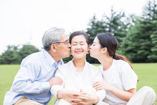 给父母买保险怎么选?有...