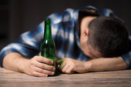 长期酗酒导致酒精肝,是否会影响理赔呢?
