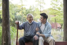 老年人个人患重疾的比例是多少?老年人保险