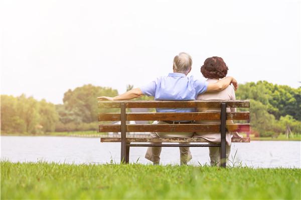 """老年人越来越智能 保险公司多措并举破解""""数字鸿沟"""""""