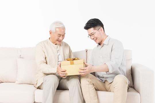 怎样给父母买保险?攻略其实很简单!