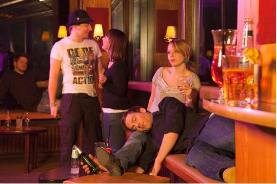 长期酗酒导致酒精肝影响理赔么?