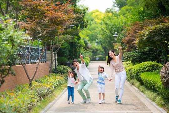 在家庭当中,保险应当先给谁买?