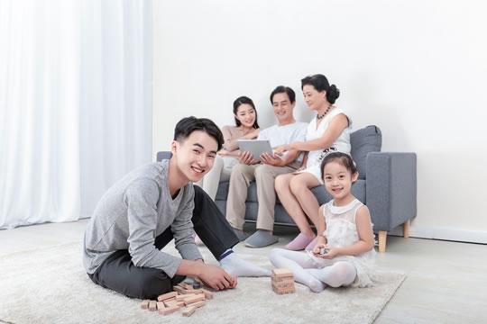 独生子女家庭的保险该如何配置?