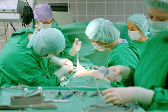 35岁急诊医生患癌倒下,告诫医护人员:保险千万别乱买!