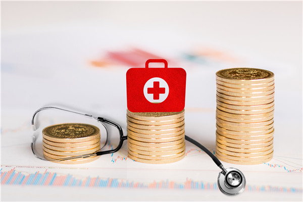 没钱买保险,难道就有钱看病?