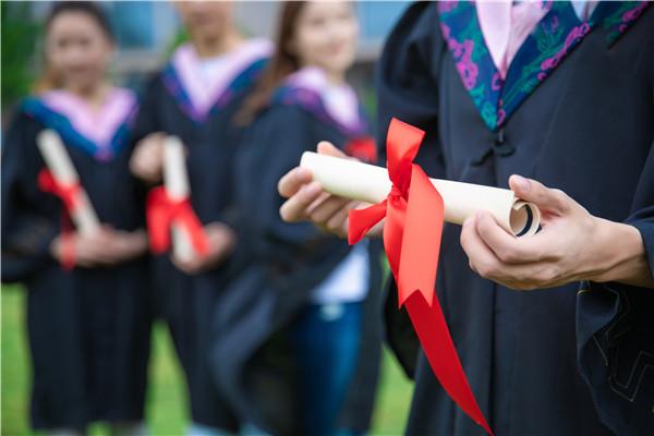 政协委员皮剑龙建议尽快将大学生纳入城镇居民基本医保体系